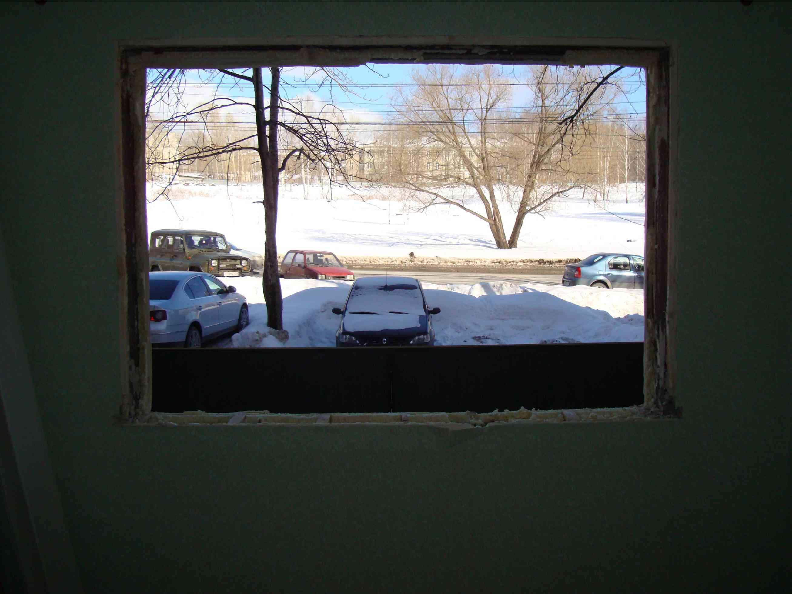 фотография оконного проема после демотажа окна