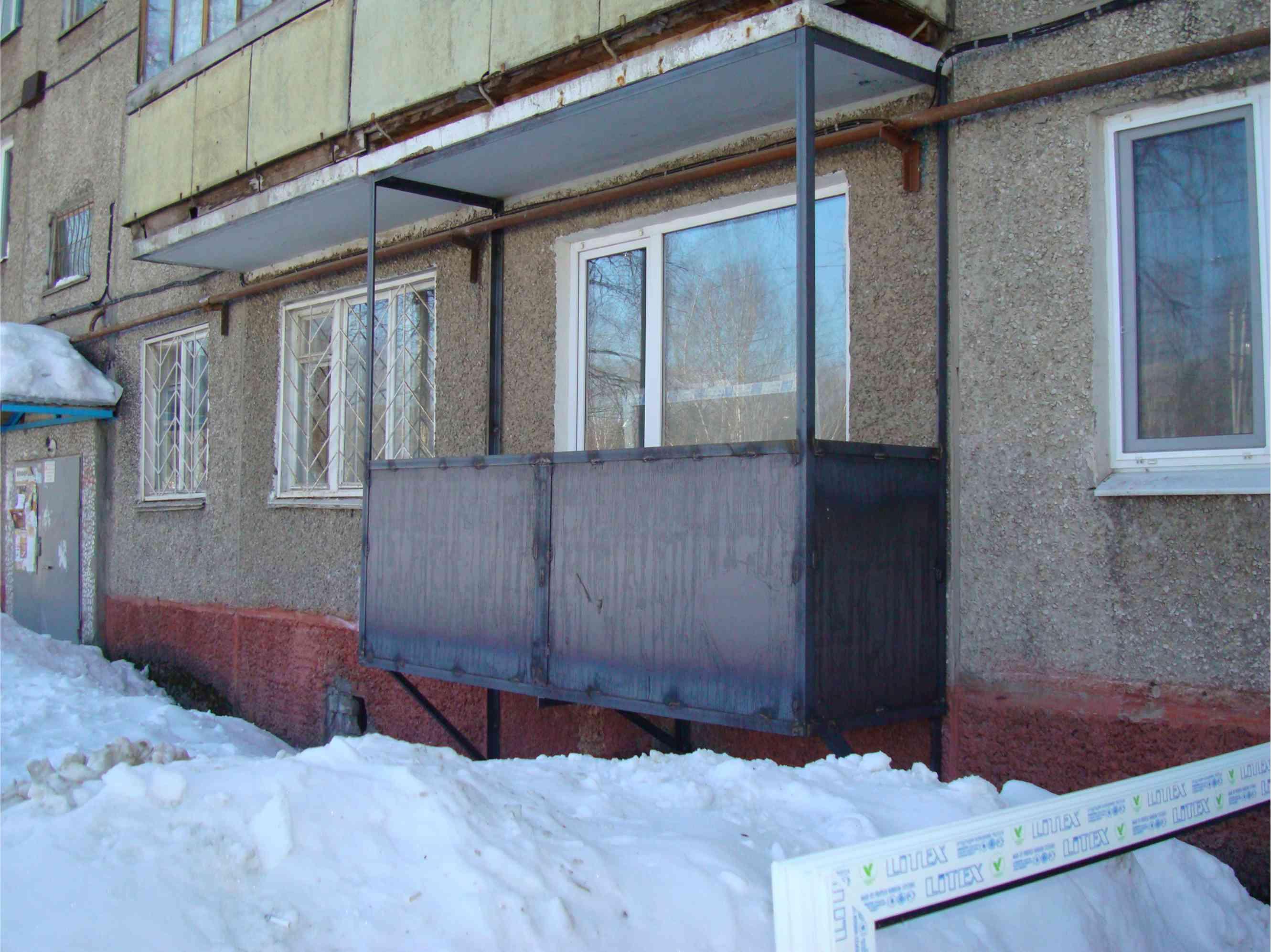 фотография изготовления металлического балкона
