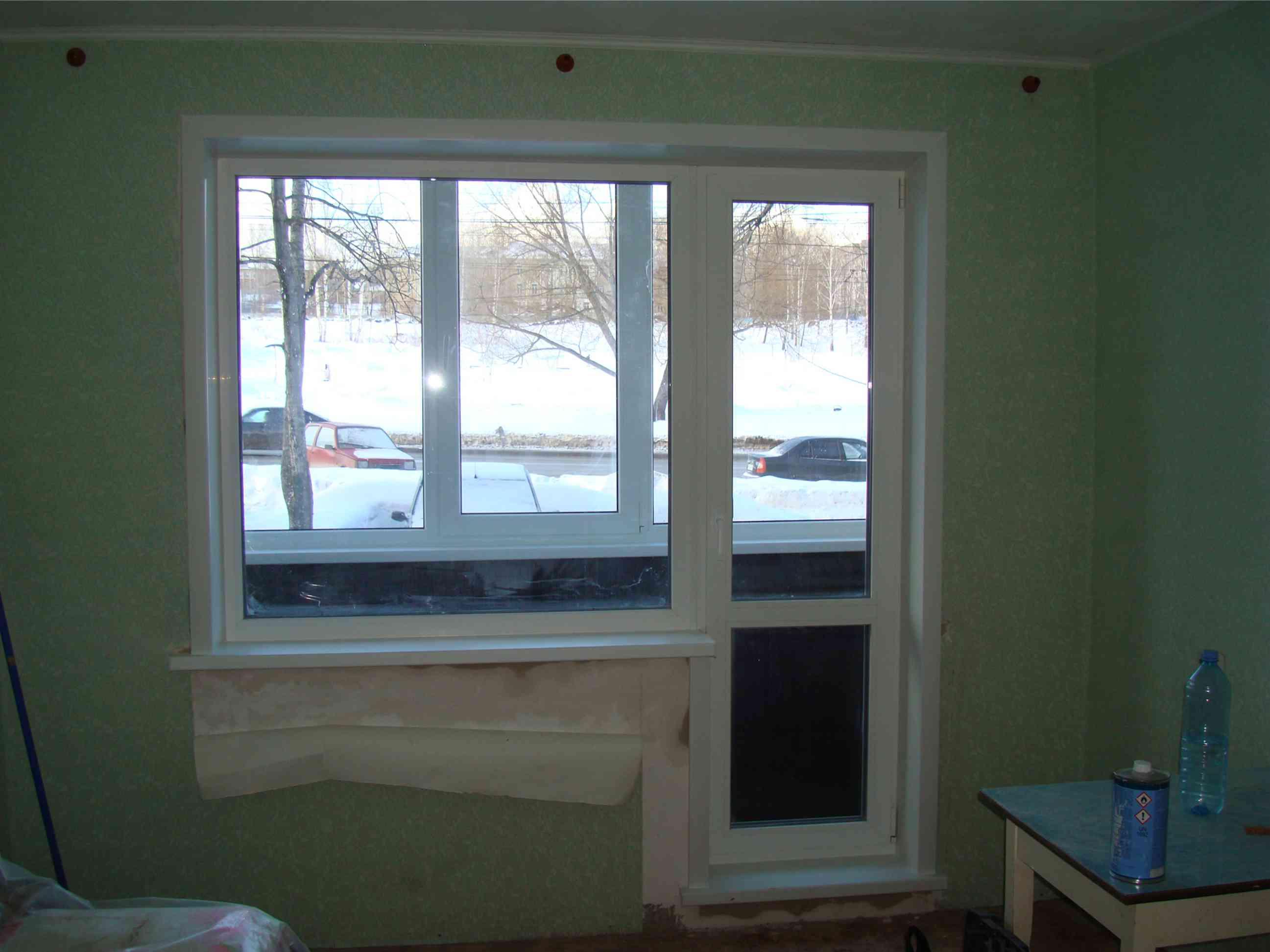 фотография монтажа балконного блока